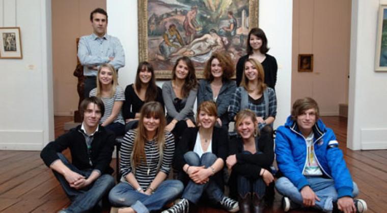11 élèves du Lycée Dautet pour l'accrochage d'une exposition au musée des Beaux-Arts de la Rochelle