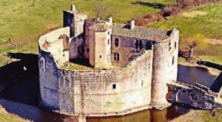 André Rousselot, pour la restauration du château de Saint-Jean-d'Angle
